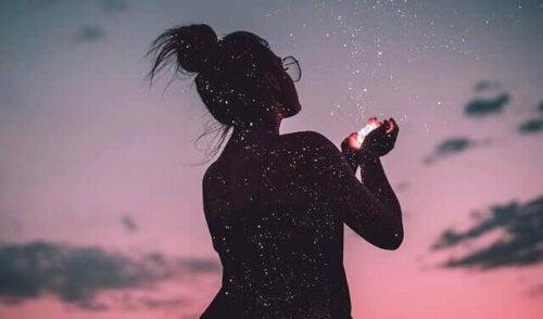 Avain todelliseen hyvinvointiin käy sen ymmärryksen kautta, että elämää mitataan tunteiden kautta