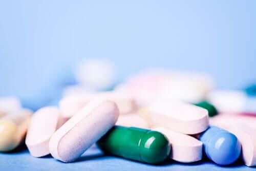 Anksiolyytit ja unilääkkeet ovat ryhmä keskushermostoa lamauttavia psykotrooppisia lääkkeitä.