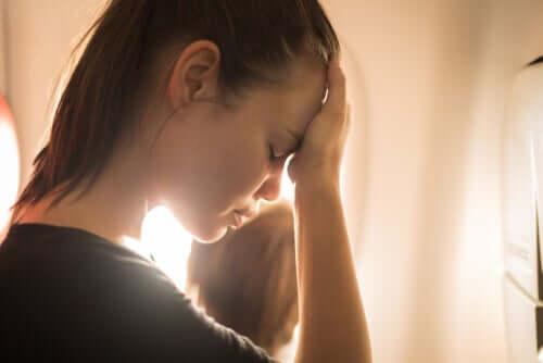 Ahdistuneisuuden yleisimmät kognitiiviset vääristymät ruokkivat negatiivista ja usein jopa katastrofaalista ajattelutapaa