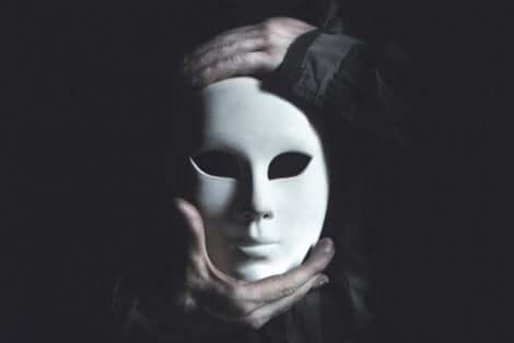 Oletko miettinyt sitä, mitä naamiota sinä käytät?