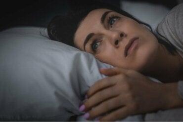 Huonosti nukkuminen voi aiheuttaa voimakasta yksinäisyyden tunnetta