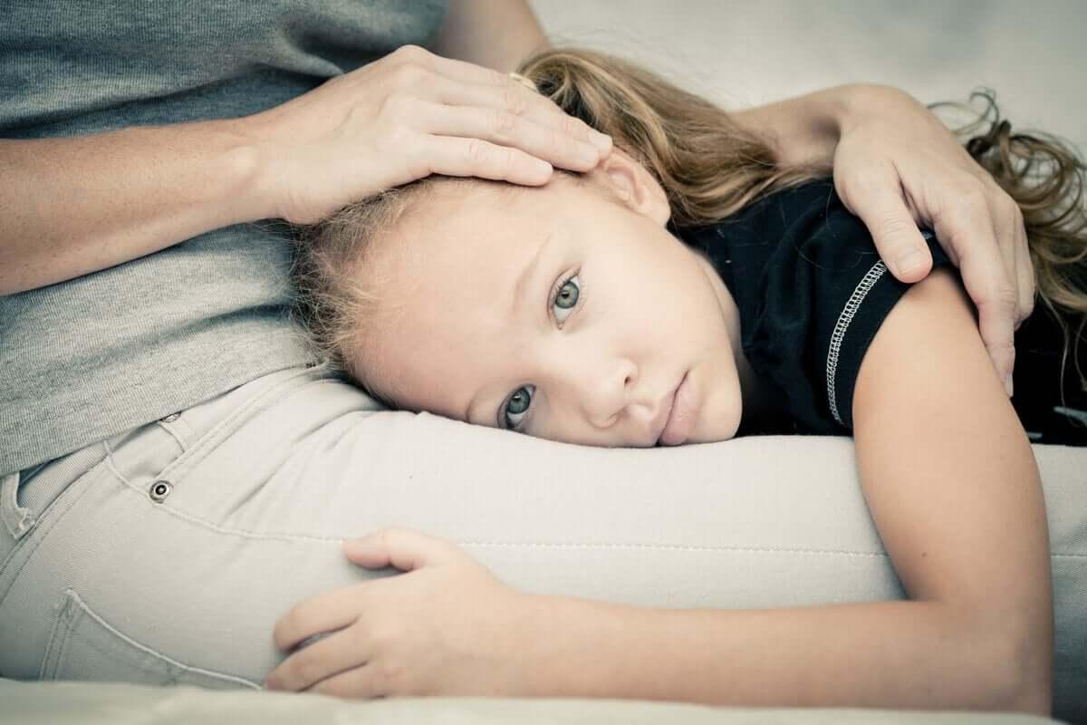 Kun lapsi pelkää, on tärkeää, että vanhemmat osoittavat tukea ja empatiaa koko ajan