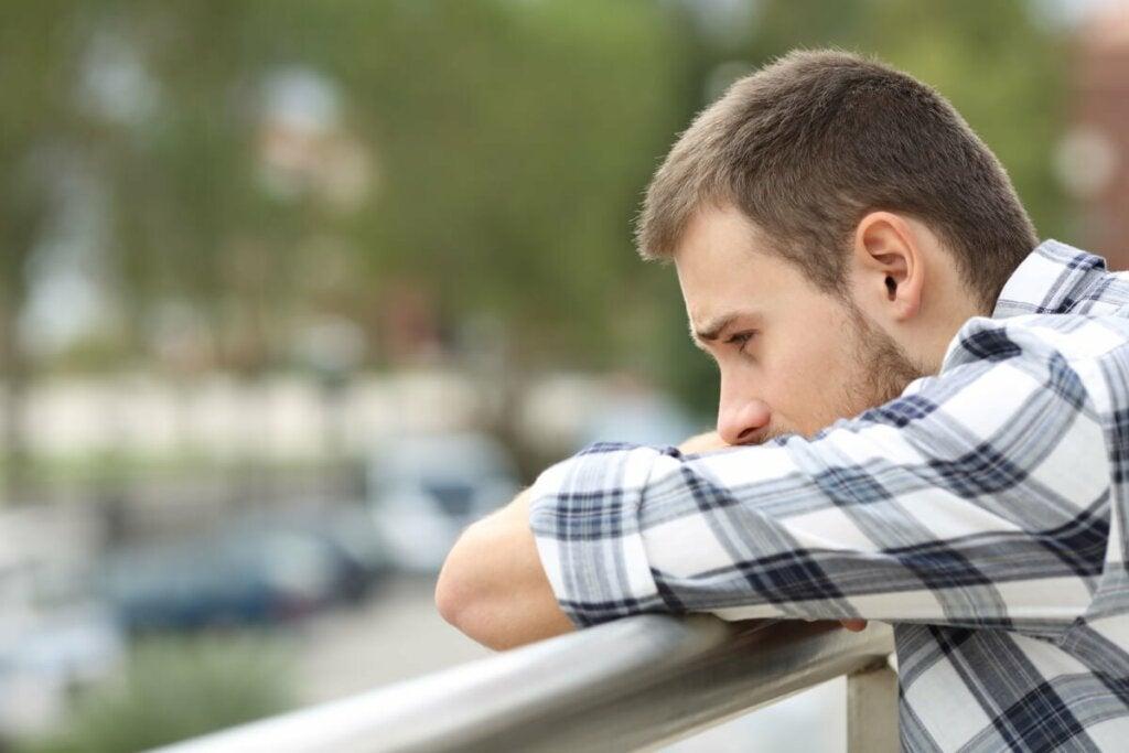 Terapeuttinen lähestymistapa parisuhteen päättymisestä johtuvan ahdistuksen hoitoon riippuu kunkin tapauksen erityisyydestä