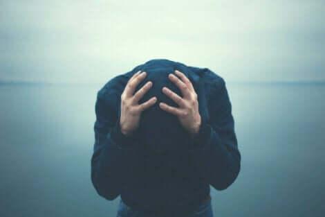 Agorafobian oireet voivat olla hyvin lamaannuttavia
