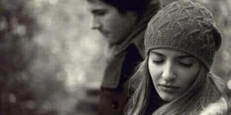 Miksi pariskunta, joka rakastaa tosiaan, eroaa?
