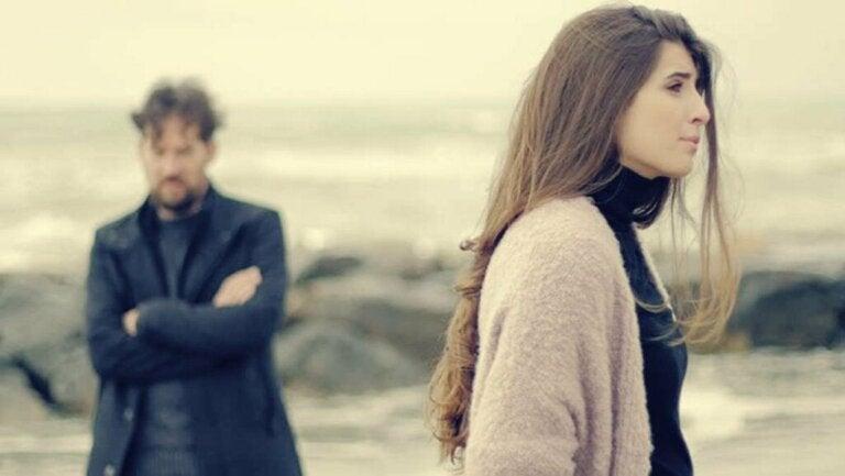 Mistä koostuu parisuhteen päättymisestä johtuva ahdistuneisuus?
