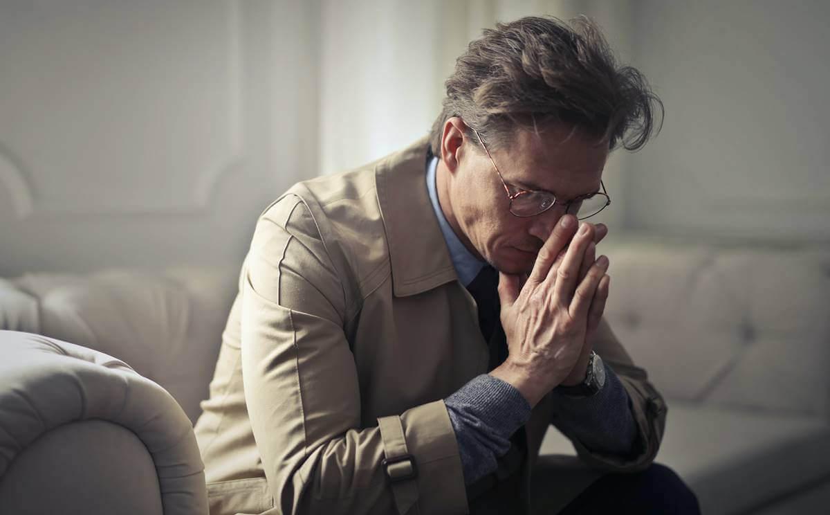 Jatkuva toisen ihmisen aliarvostaminen ja halventaminen on yksi henkisen väkivallan ja kaltoinkohtelun tavoista
