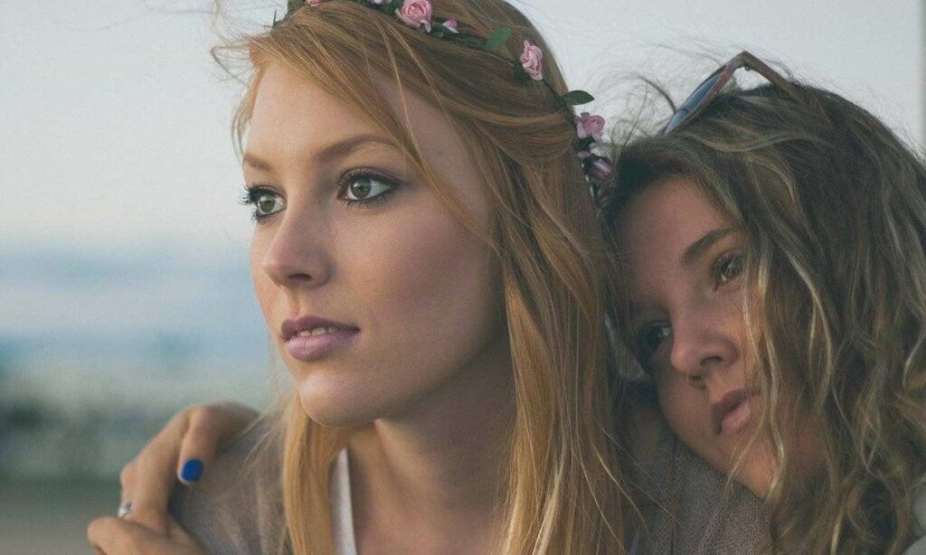 Ystävien välinen mustasukkaisuus on erityisen ongelmallista silloin, kun se alkaa todella vaikuttamaan ystävyyssuhteeseen