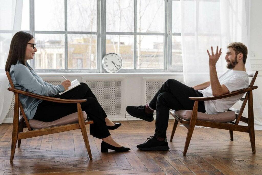 Kognitiivinen käyttäytymisterapia auttaa muuttamaan sitä ajattelutapaa, joka ruokkii stressiä