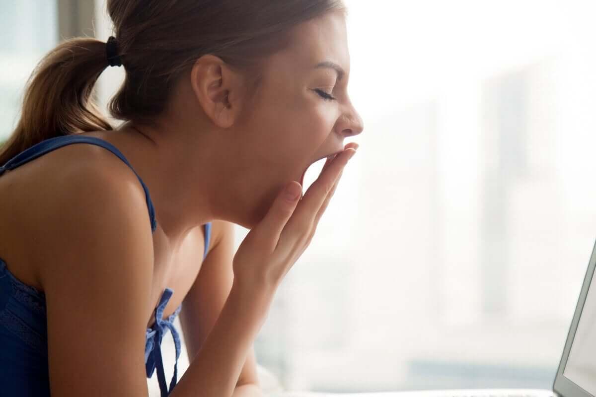 Tieteellisten tutkimusten mukaan haukottelun estäminen voi jopa lisätä haukottelun tarvetta