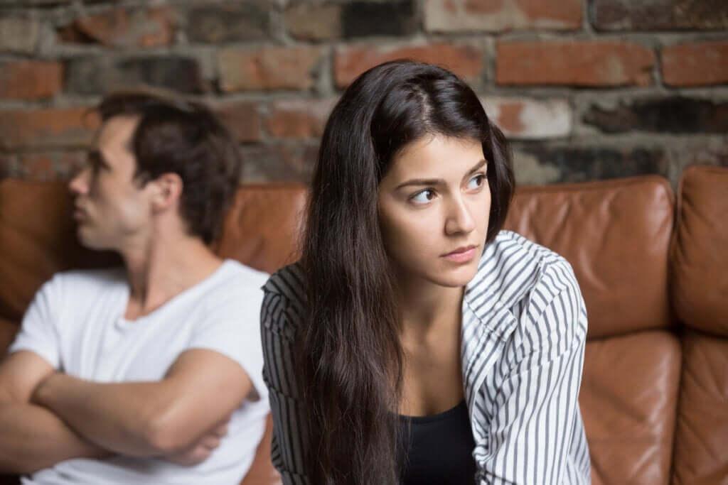 4 tärkeää hälytysmerkkiä parisuhteessa