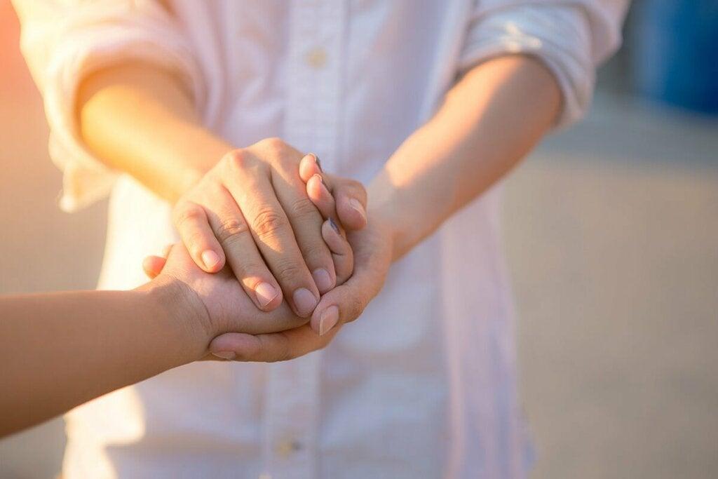 Kun autamme perheenjäsentä, ystävää tai muukalaista kadulla, tunnemme olomme epäitsekkäiksi hyviksi ihmisiksi