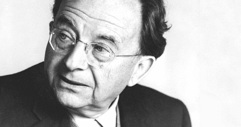 Saksalaisjuutalainen psykoanalyytikko Erich Fromm meni freudilaisia teorioita pidemmälle panostaakseen laajempaan, herkempään ja myös kriittisempään näkökulmaan