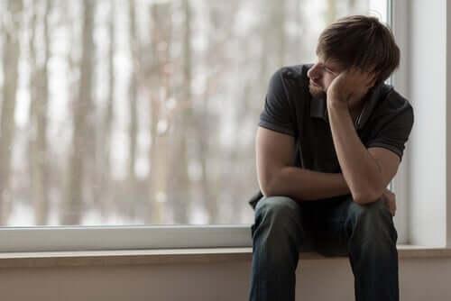 Kroonisen yksinäisyyden taustalla on erilaisia tekijöitä.