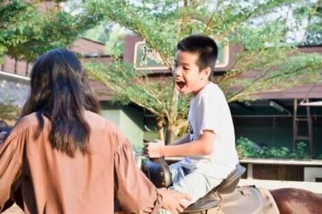 Hevosavusteinen terapia sopii hyvin autistilapsille