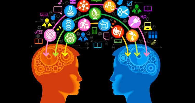 Aivojen optimaalisen toiminnan kannalta meidän tulisi viettää aikaa esimerkiksi eri-ikäisten, eri taustoista tulevien ja eri uskomuksia omaavien ihmisten kanssa
