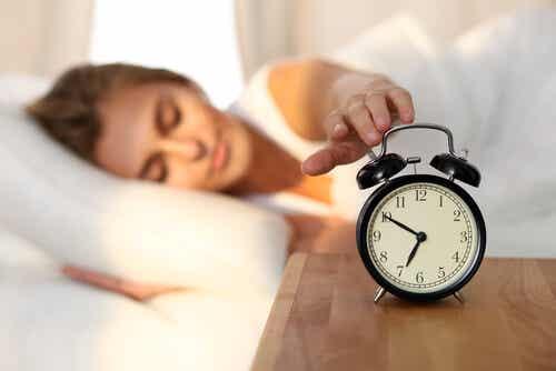 Keho on ohjelmoitu niin, että se tietää itse, että auringon noustessa on aika nousta ylös