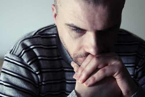 Yksinjäämisen pelko voi dominoida joidenkin ihmisten elämää.
