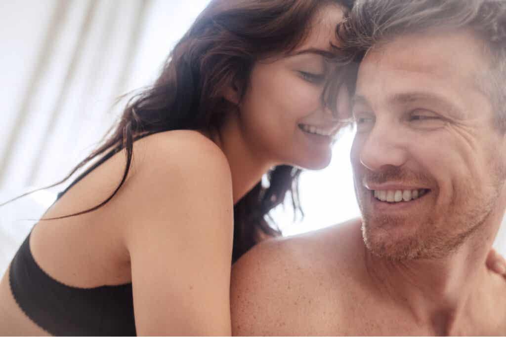 Seksissä kunnioitus, luottamus ja viestintä ovat keskeisiä elementtejä sekä kumppanisi kehon että oman kehosi tuntemiseksi