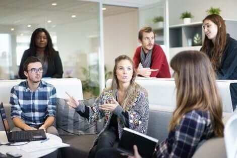 Negatiiviset asenteet, joita kannattaa välttää töissä