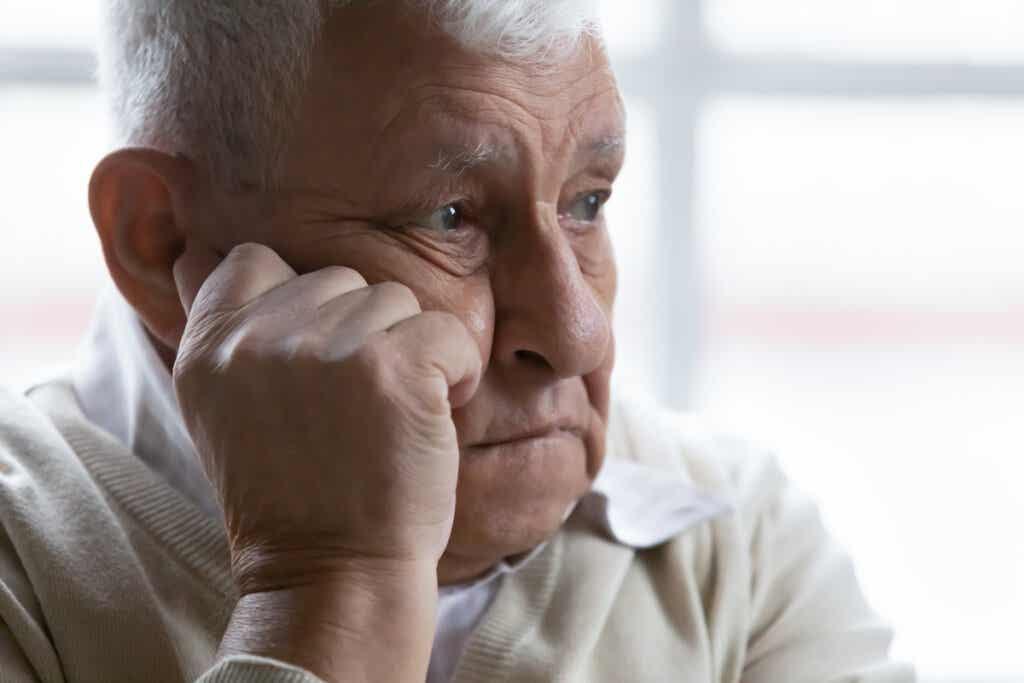 Keskimäärin pakonomainen hamstraaminen on käyttäytymistä, jota esiintyy useammin ikääntyneillä ihmisillä, mutta siitä kärsii myös nuorempi väestö