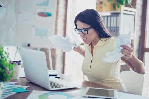 Negatiiviset asenteet, joita kannattaa välttää töissä, voivat tehdä työilmapiiristä epämiellyttävän