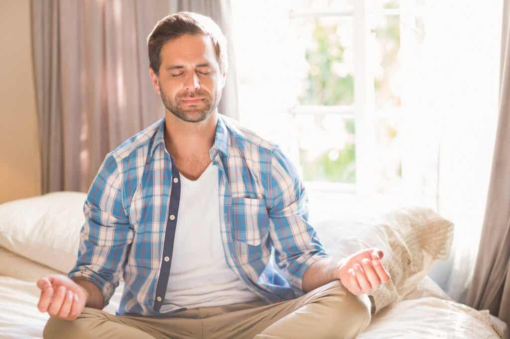 Mindfulness on tekniikka, joka pohjautuu eräänlaiseen transsendentaaliseen meditaatioon, jota on puolestaan harjoitettu paljon esimerkiksi buddhalaisuudessa ja hindulaisuudessa