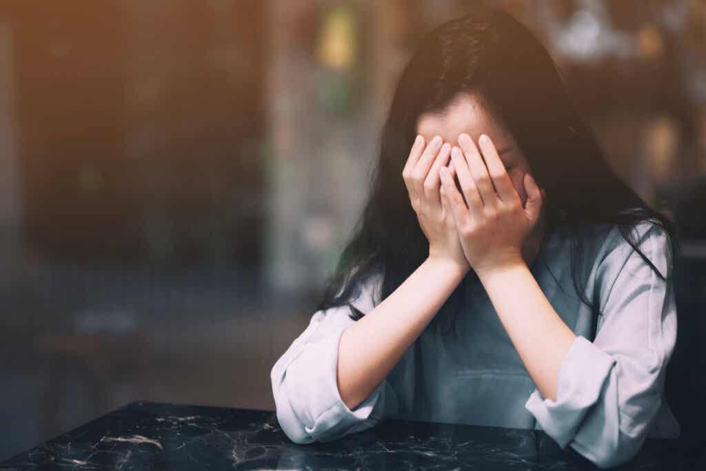 """Kun ihminen katsoo, että ilman kumppania eläminen oleminen on ongelma, tämä samainen konteksti voi lisätä ahdistusta siitä, että """"ratkaisua"""" ei ole löydetty"""