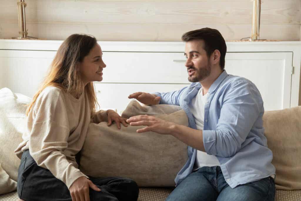 Ennen yhteen muuttamista on tärkeää arvioida, onko pariskunnalla edellytyksiä sille, että rinnakkaiselo on sopusointuista ja sidos vakaa