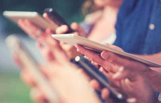 Digitaalinen kuilu lisää ihmisten välistä epätasa-arvoisuutta