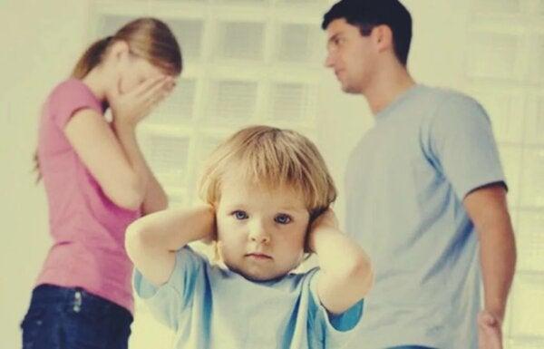 Lasten vuoksi yhdessä pysyminen on virhe